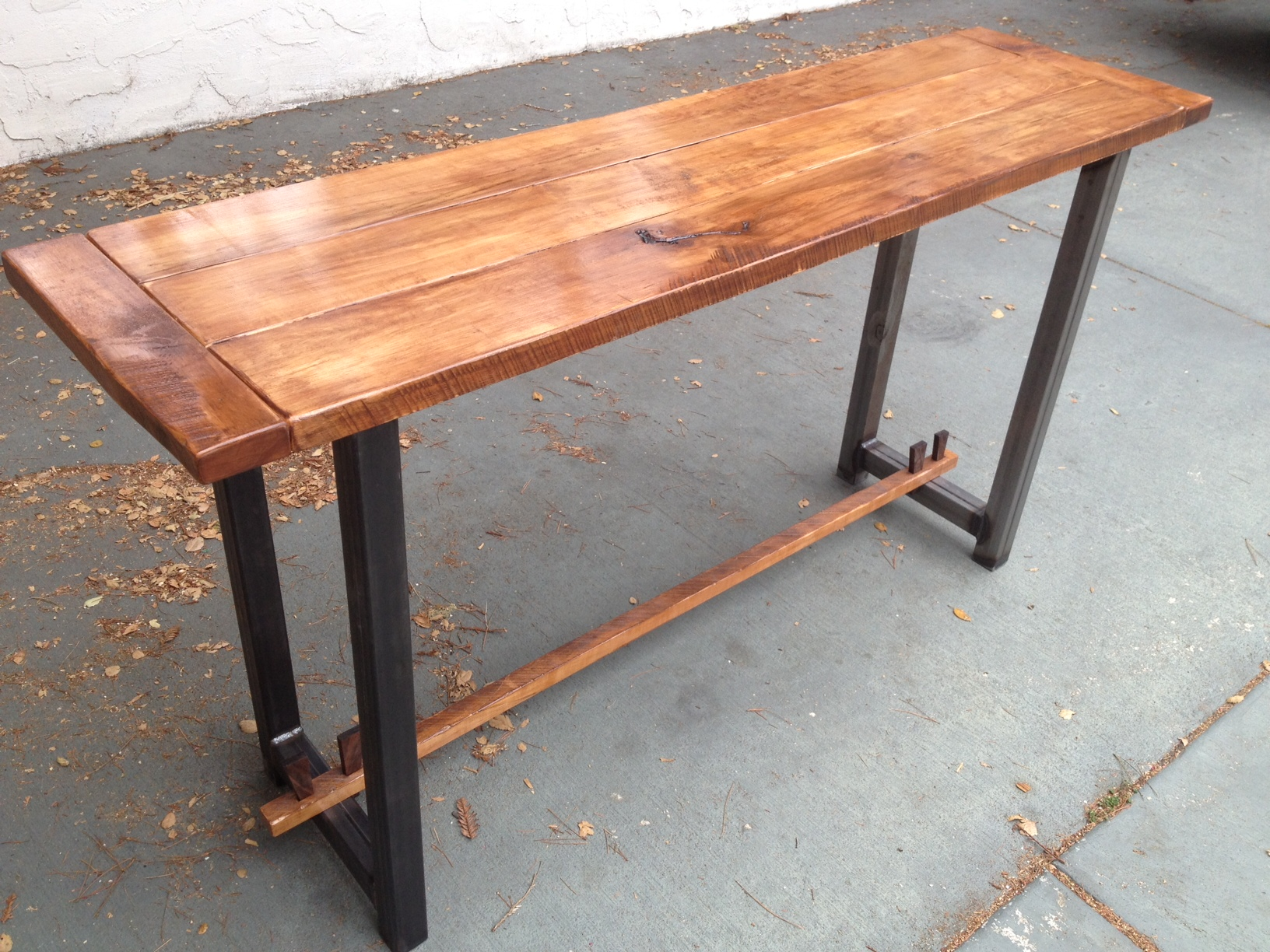 Superieur Maple And Steel Table